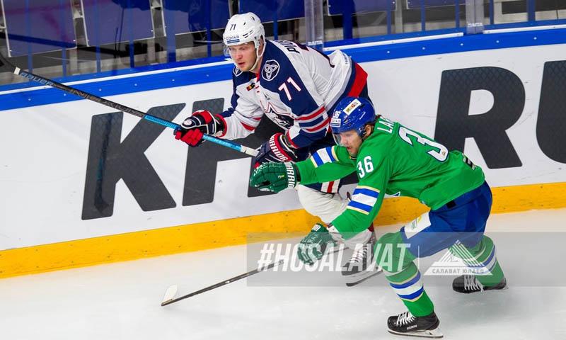 «Салават Юлаев» лишился трех основных хоккеистов