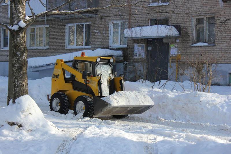 В понедельник в Уфе будут чистить дворы от снега