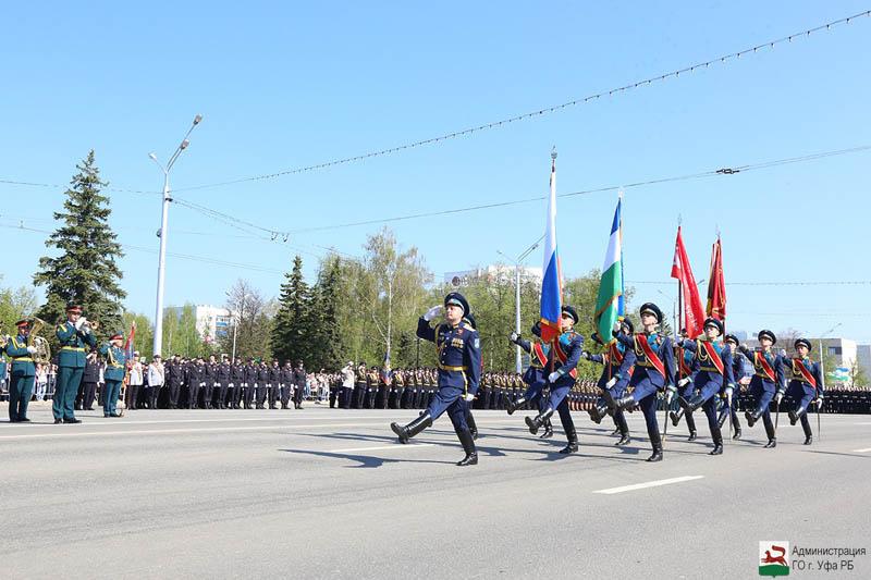 В Уфе прошел парад победы ко Дню Победы: фоторепортаж