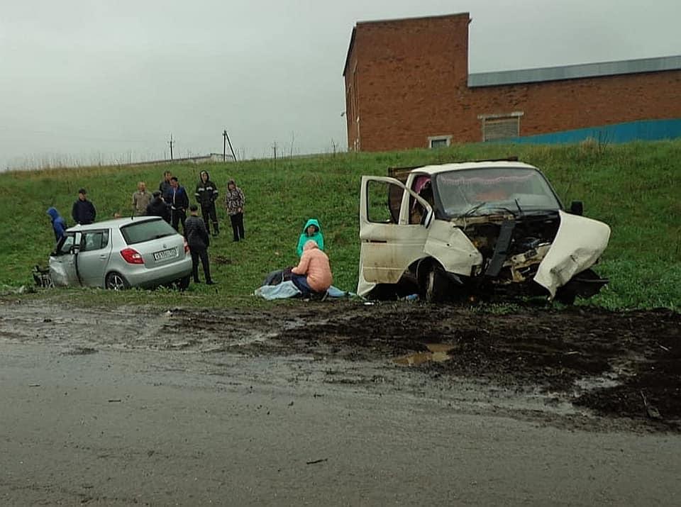 В Башкирии водитель грузовика погиб в массовой аварии